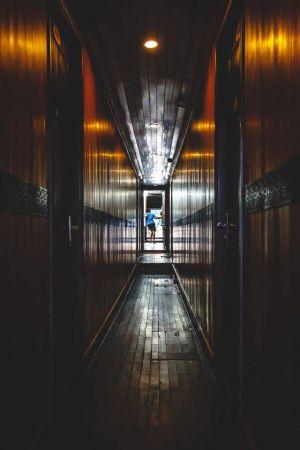 cabin-coridoor-LQ.jpg